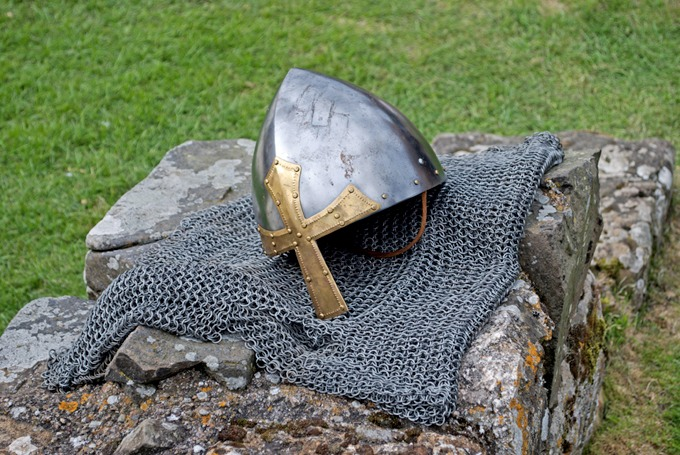 0404 Chain mail and helmet