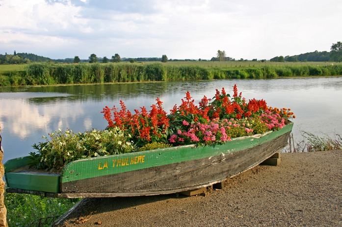 0416 Boat with flowers